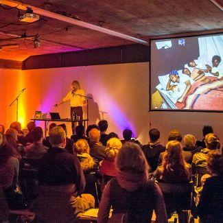 Der dänischen Fotograf Jacob Holdt kam für Fotodoks zum ersten Mal seit 32 Jahren wieder nach München und hielt einen legendären Vortrag. (Foto: Robert Pupeter)